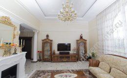 Зал в доме. Интерьер в классическом стиле