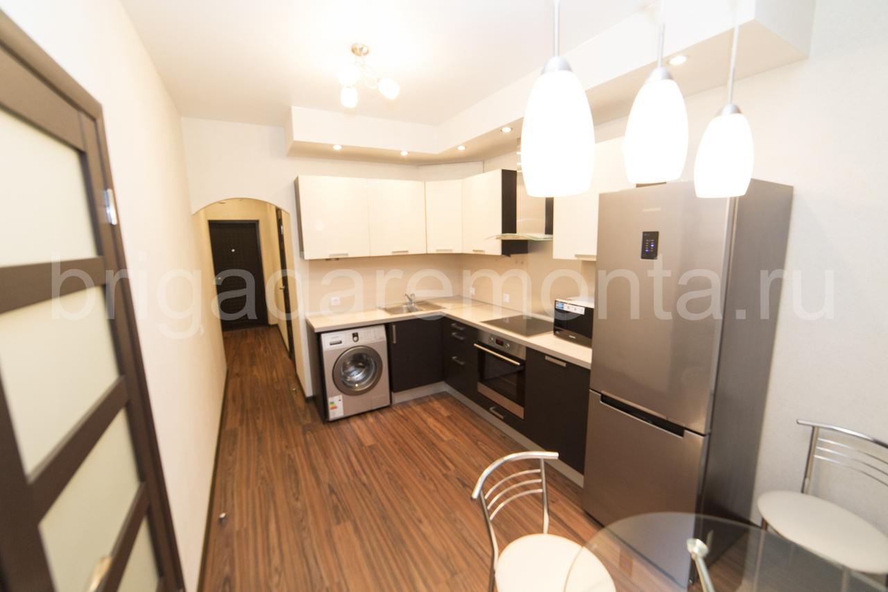 Кухня,стол,стиральная машинка,холодильник