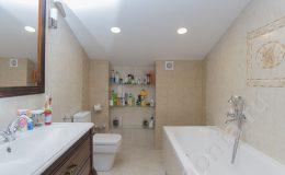 Утсановка сантехники в гостевой ванной на втором этаже