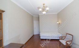 Установка осветительных приборов,кровать,стул,стол,бра