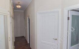Двери в квартире, паркет на полу,межкомнатные двери