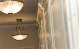 Светильники,шкафчики,крупный план