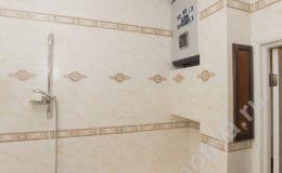 душ и ванная,бойлер над ванной