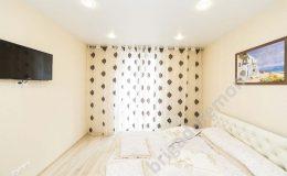 спальня,окраска стен, укладка ламината,шторы в спальне
