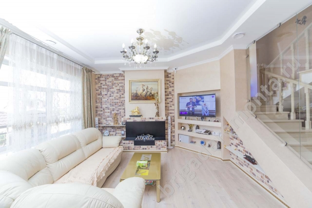 Ремонт дома, отделка зала, камин в доме