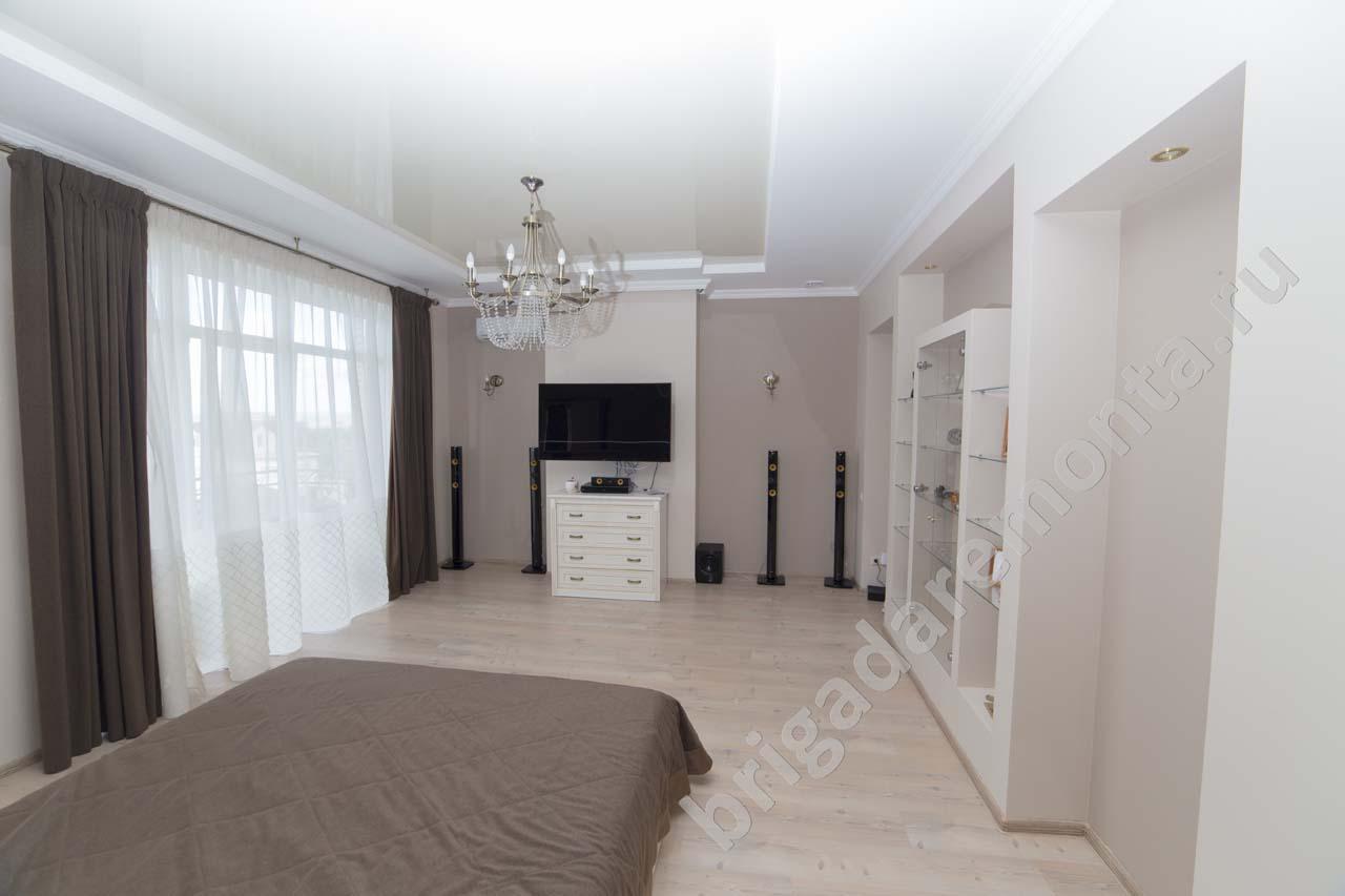Спальня в доме. Качественный ремонт коттеджа в пригороде СПб
