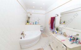 саун в доме при спальне, угловая ванна, отдельный душ