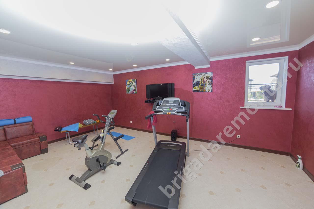 Ремонт спорт зала в доме, Санкт-Петербург, красные стены