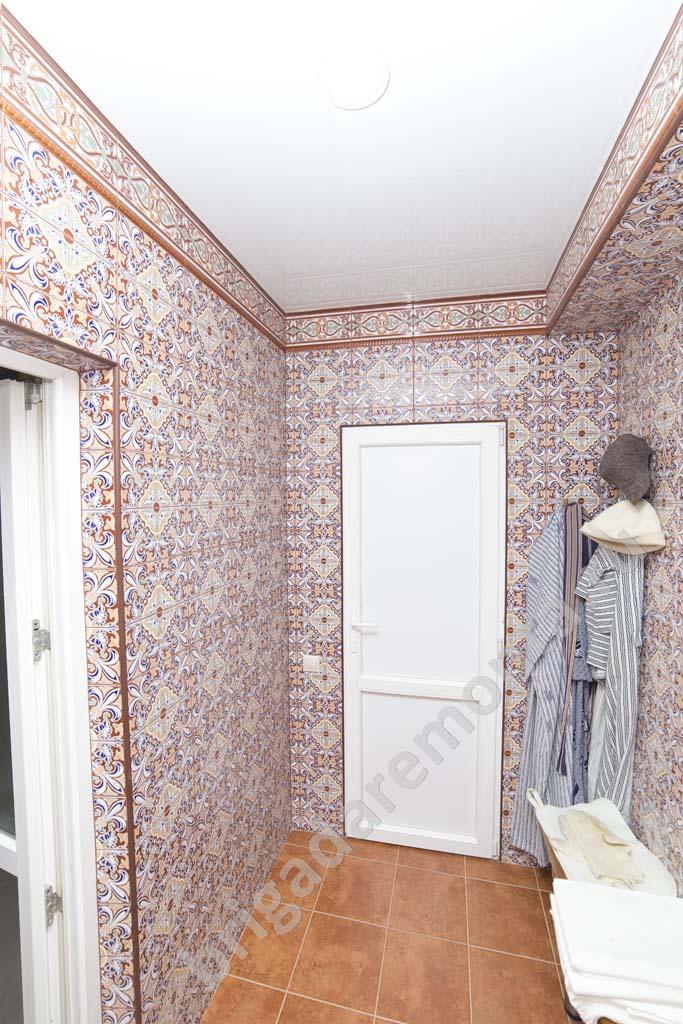 Ремонт коридора.,укладка плитки в восточных тонах, ремонт коттеджа в Санкт-Петербрге