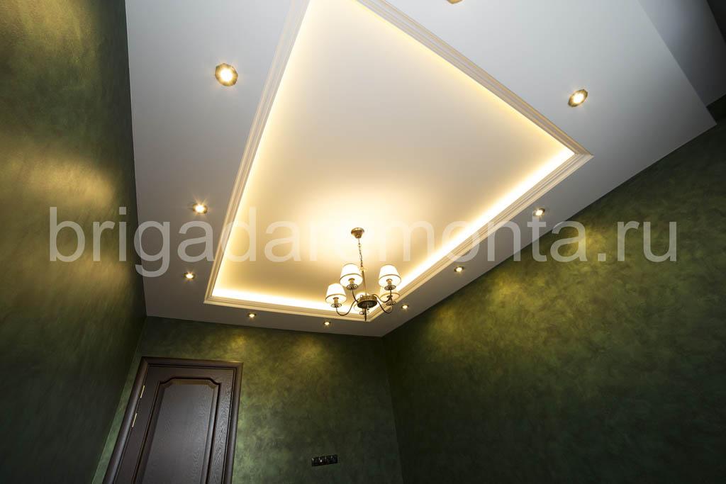 Составной потоок, точечные светильники, отделка кабинета
