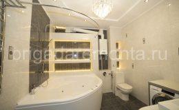 Ремонт туалета в сталинке, точечные светильники в ванной, полки с подсветкой