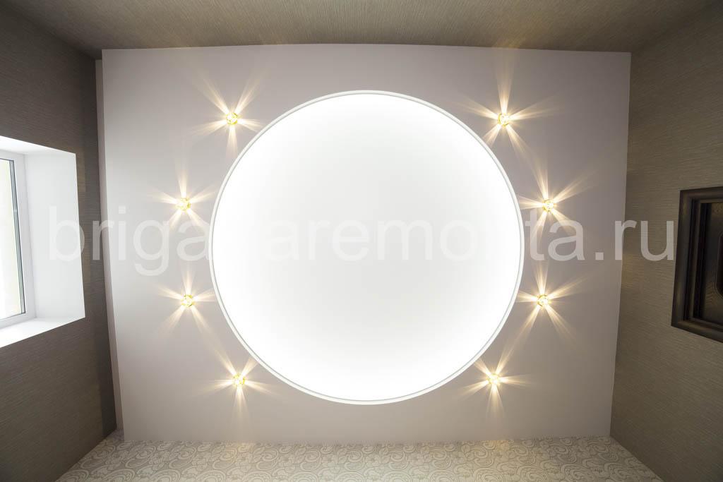 Создание сложной конструкции составного потолка, точечные светильники в комнате, спальня, мягкий свет