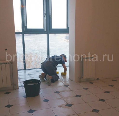 Затирка швов при укладки плитки, бригада ремонта, ремонт квартир спб