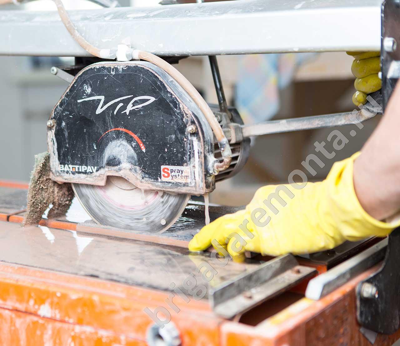 Современные технологии ремонта, резка плитки